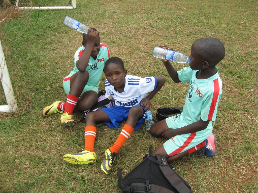 HEALTHY TIPS FOR KIDS WHO PLAY FOOTBALL